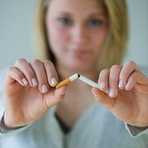 вредно курить при кормлении грудью