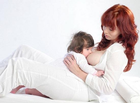 кормление грудью стоя