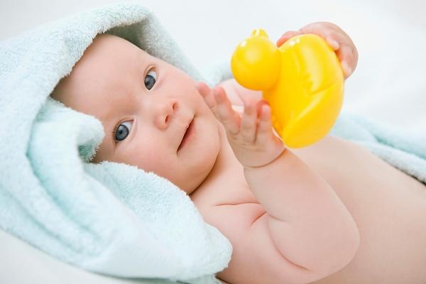 Развитие ребенка в 4 месяца – что нужно знать родителям
