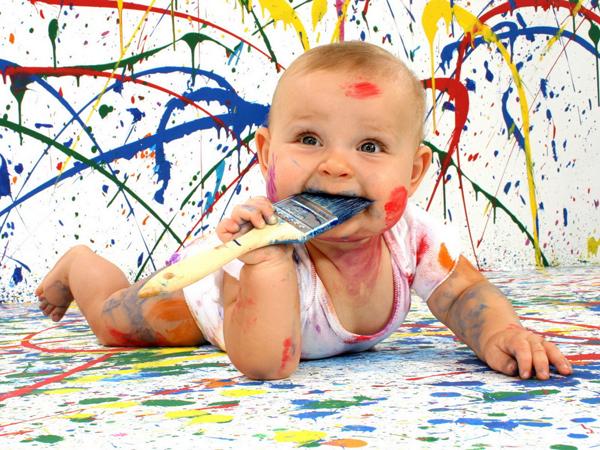 ребенок 7 месяцев с кисточкой