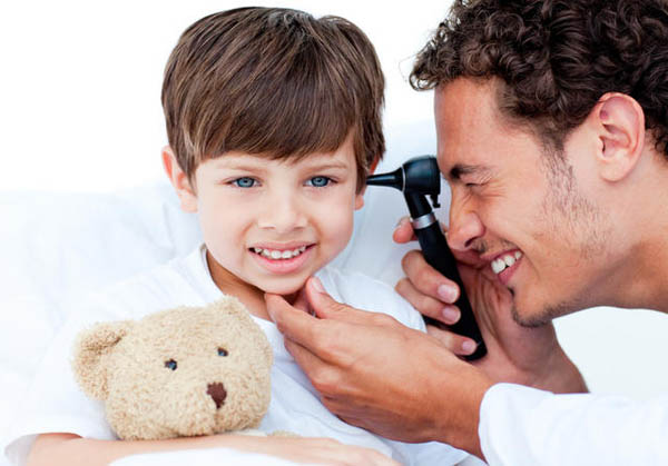 симптомы отита у ребенка