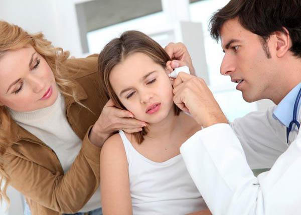 помощь ребенку при отите