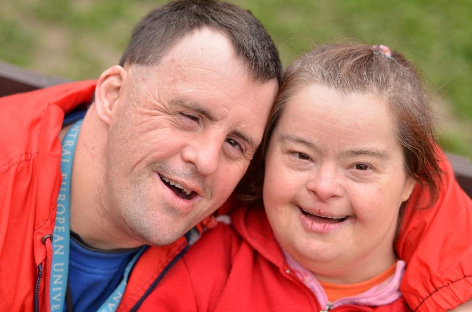 Муж и жена с синдромом Дауна