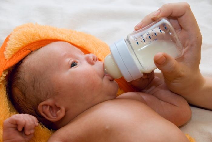 кормление новорожденного ребенка